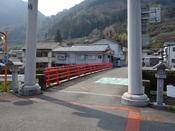 (01)祇園橋を渡るDSC05408.JPG