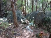 29 岩の間を抜けるDSC05751.JPG