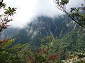 10.地獄谷と左の岩壁DSC02443.JPG
