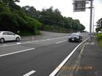 13.IMGP5609県道を渡って左へ上る.jpg