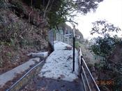 25. 山道入口の橋(上から)DSC03807.JPG