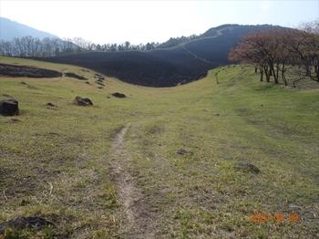 (04) 谷状地の野焼き跡DSC07390.JPG