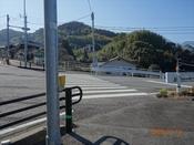 (10) 右手の横断歩道を渡るDSC06784.JPG