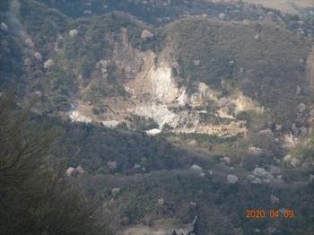 (11) 鍋山の山桜zoom DSC07411.JPG