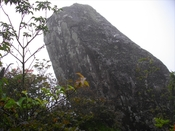 (14) 100709石楠花尾根 040石楠花尾根の象徴「傾き岩」.jpg