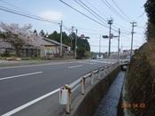 (24) 右手直ぐに横断歩道DSC04689.JPG