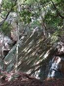 (25) 積み重なる岩(2) DSC06444.JPG