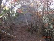 (33) 黒岩山先(西)の大岩DSC08006.JPG