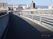 (3) 右横断歩道を渡るDSC08230.JPG