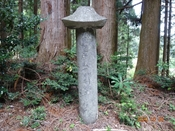 (3) 領主の建立記念?碑DSC08032.JPG