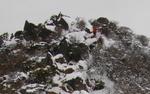 61 梯子場を登る登山者UP.jpg